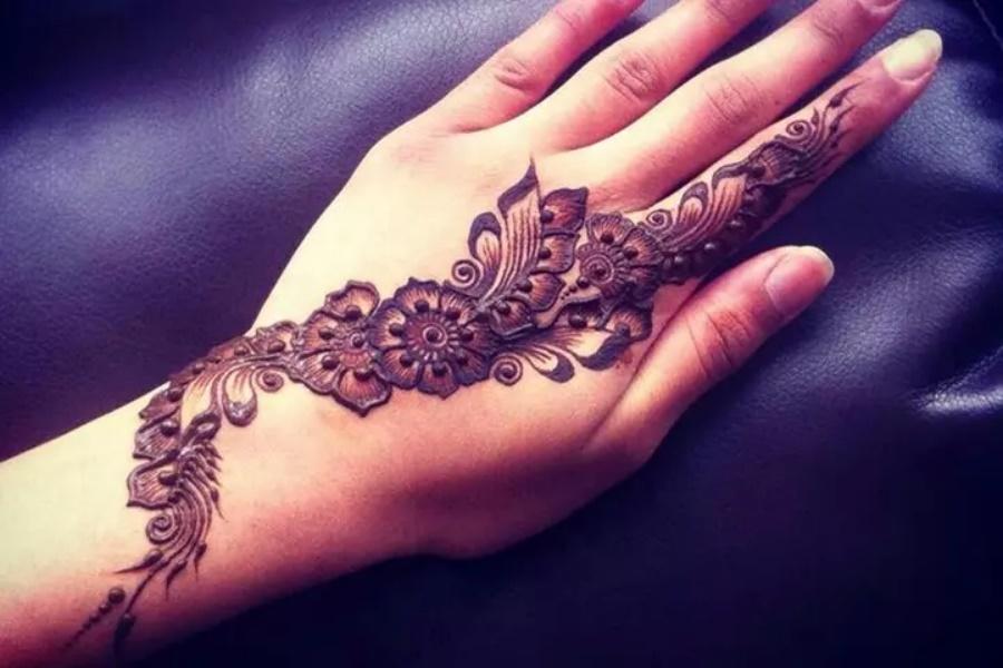 Black-Arabic-Mehendi-Designs-for-Hands