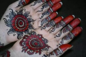 black-and-red-Simple-arabic-mahndi